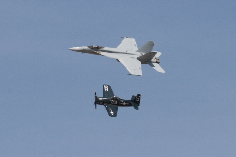 US Navy Heritage Flight - Super Hornet & Bearcat Reno Air Races 2012
