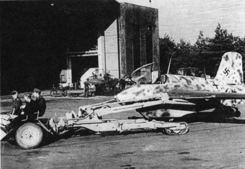 Once it landed the Me 163 had to be retrieved by a Scheuch-Schlepper fitted with a special pivoting retrieval trailer