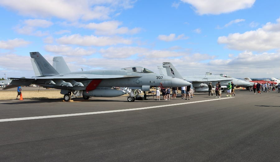 US Navy F/A-18E Super Hornet & F/A-18C Hornet next to the Classic Aircraft Aviation Museum jets at the Oregon International Air Show 2016