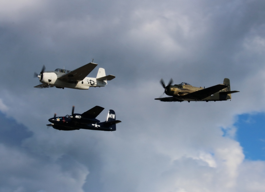 "Grumman TBM-3E Avenger ""Ida Red"", Grumman F7F Tigercat ""Bad Kitty"" and Douglas AD-4NA (USAF A-1) Skyraider ""The Proud American"" Vintage Aircraft Weekend 2016"